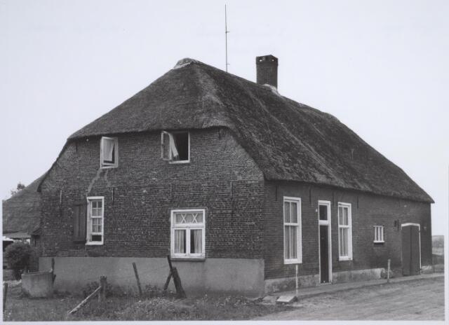 026507 - Boerderij van A. Schalken in de Moerzijstraat eind mei 1969