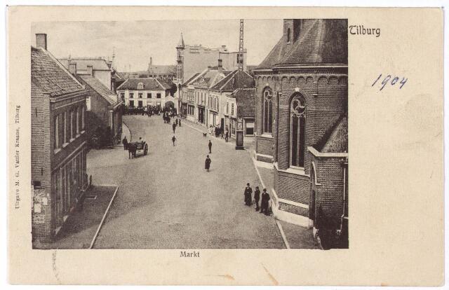 001805 - Oude Markt in noordelijke richting, Rechts de parochiekerk van het Heike, naast de kerk de ijzeren telefoonpaal die er geplaatst werd op 26 juni 1890. Volgens de krant 'in de vorm van de Eifeltoren'. Op die dag hadden zich al 61 personen gemeld om aangesloten te worden op het telefoonnet.