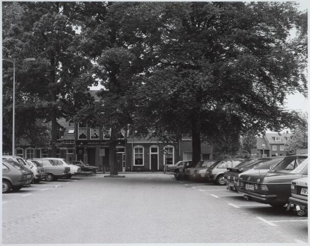 025464 - Langestraat gezien vanaf het parkeerterrein achter de Harmonie-bioscoop