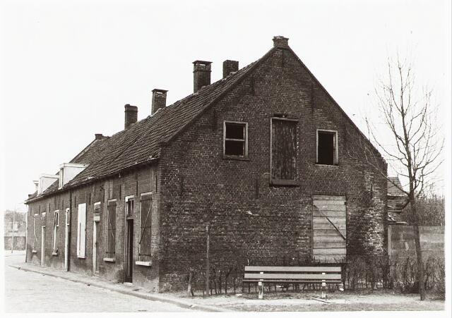 028106 - Woningen aan de Veldstraat 35-37-39-41, thans Pastoor van Beurdenstraat