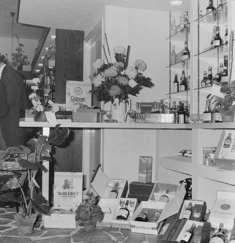 1237_013_001_001 - Wijn . Wijnhandel. Opening Wijnhandel van Bilsen 1968. Filiaal Korvelseweg.