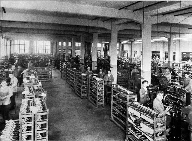 054566 - Onderwerkafdeling van stoomschoenfabriek Ligtenberg te Dongen.