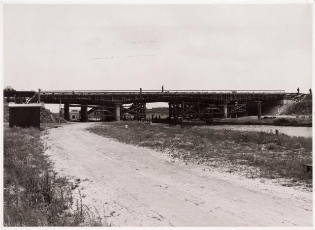 034694 - Bouw van een brug over het Wilhelminakanaal in 1964