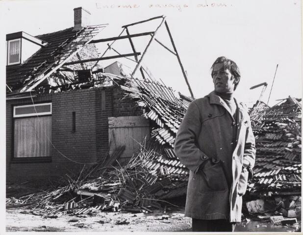 101585 - Den Hout. Houtsepad.  Schade aan een woning na een storm.