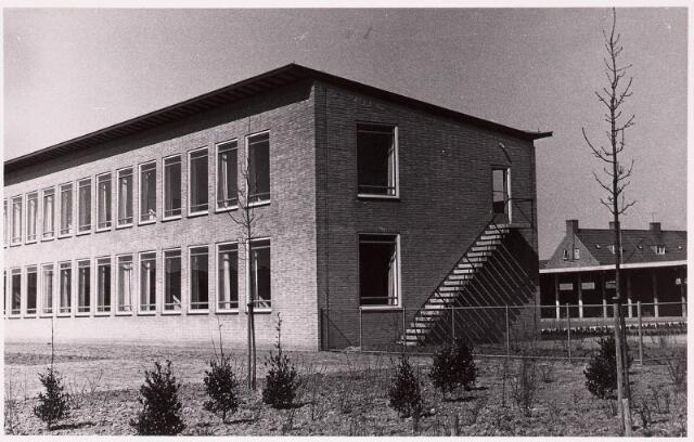 """033203 - In 1958 was de huishoudschool """"Ancilla Domini"""" aan het Textielplein 86 klaar"""
