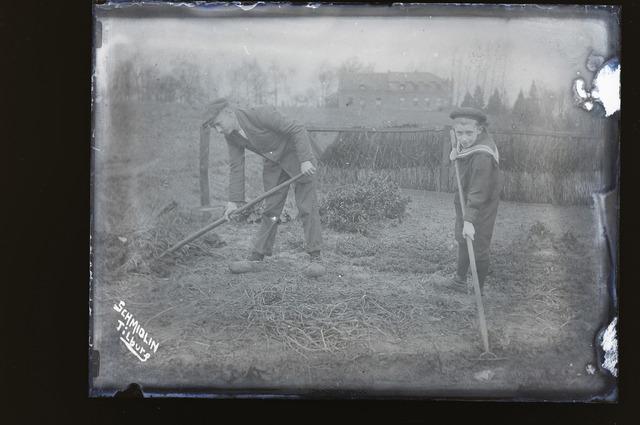 654796 - Werken in de moestuin