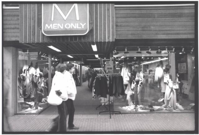 021984 - Herenmodezaak Men Only van de firma Meeuwsen in de Heuvelstraat