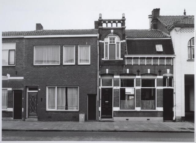 026579 - Panden Molenstraat 16 (links) en 18 (rechts) in maart 1985