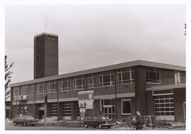 017771 - Brandweerpost aan de Dr. Deelenlaan. Thans is er Omroep Brabant in gehuisvest