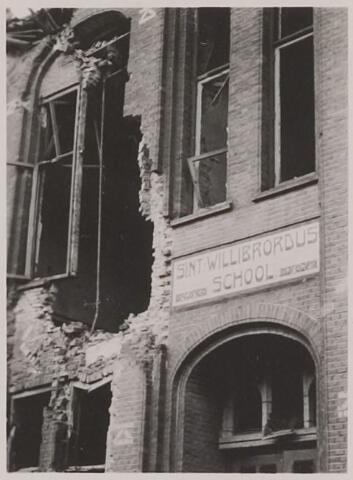 083840 - WOII; WO2; Oorlogsschade Sint Willibrordusschool (meisjes)