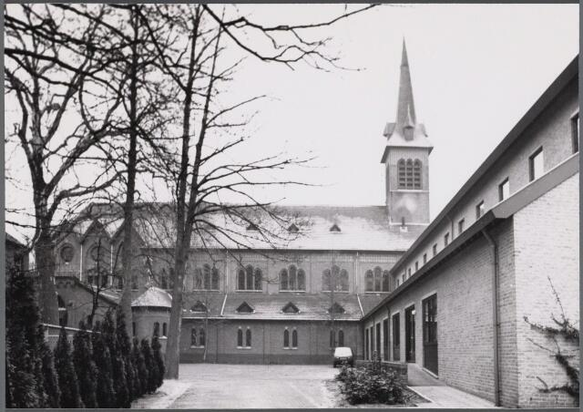 102509 - Kloosters. Benedictijnenklooster aan de Hoogstraat 80