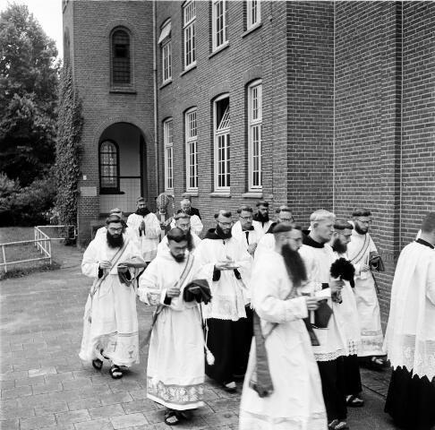 050217 - Priesterwijdingen, paters capucijnen.