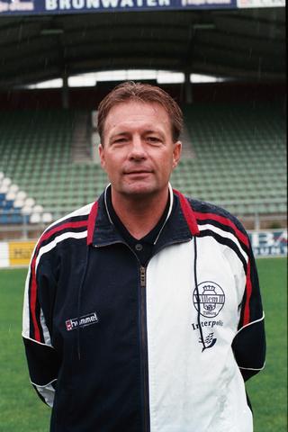 1237_009_669-2_001 - Sport voetbal Willem II, trainer-coach 1e elftal seizoen 1998 -1999. Co Adriaanse was trainer in de periode 1997 – 2000.