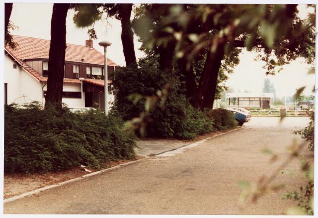 034165 - Zijaanzicht café A. Mutsaers aan de Vijverlaan 2; ook genaamd Boerke Mutsaers