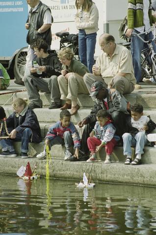 TLB023001300_003 - Waterfestival; Publiek aan de wal