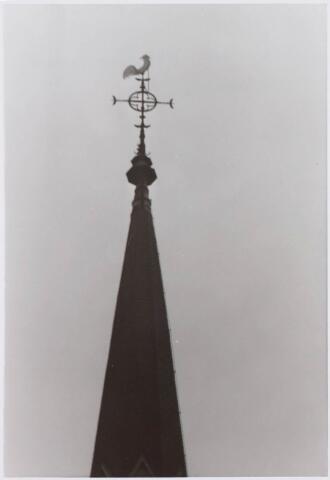 021327 - Torenspits met haan van de St.-Jozefkerk aan de Heuvel