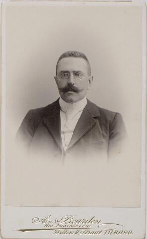 045192 - Thomas Franciscus Maria de Beer, textielfabrikant, geboren te Tilburg op 13 december 1868 en aldaar overleden op 8 februari 1933. Hij bleef ongehuwd en was ook lid van het parochieel kerkbestuur van het Goirke.