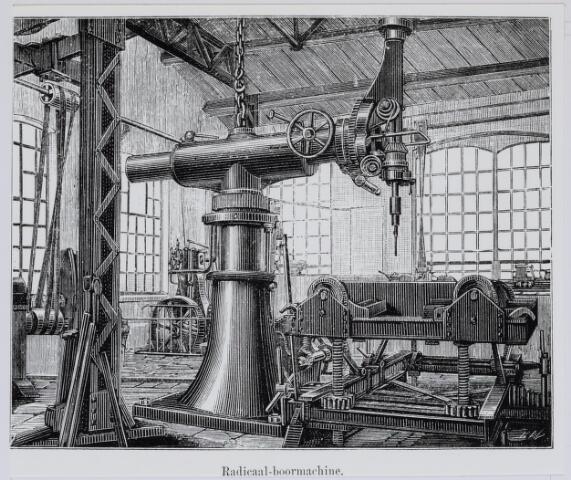 036926 - Spoorwegen, Centrale Werkplaats, Atelier, NS: In 1887 was een journalist H.N. Neideck op bezoek in de werkplaats. Bij zijn artikel werden enkele tekeningen geplaatst gemaakt door A.C.Verhees. Hier de radiaal boormachine.