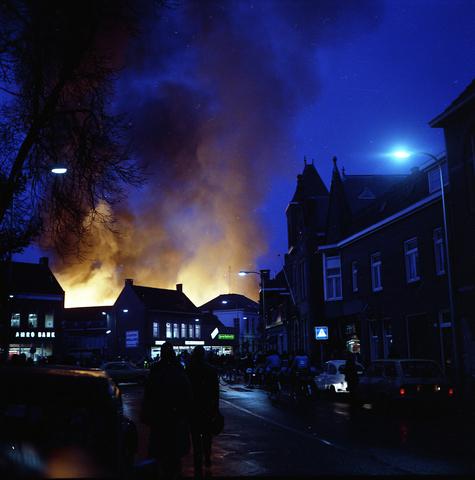 D18_1-cc35-001 - Uitslaande brand bij Listex