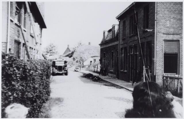 050004 - WOII; WO2; Tweede Wereldoorlog. St. Josephstraat (nu Prinsenhoeven) na het bombardement in de nacht van 30 op 31 juli 1942, waarbij de hoek St. Josephstraat/Hoogvensestraat zwaar getroffen werd.