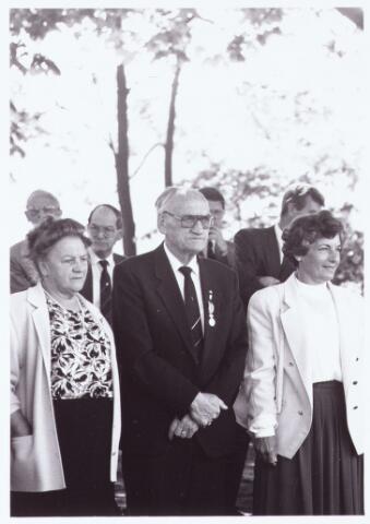 063662 - Op Boerderij Denissen aan de Generaal Eisenhowerweg 1 werden de op 30 april 1990 gedecoreerden feestelijk ontvangen.
