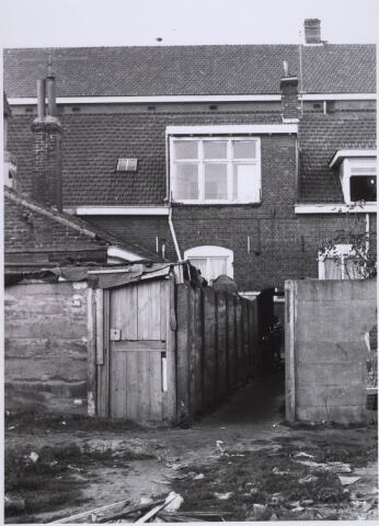 023031 - Achterzijde van panden aan de Joannes van Oisterwijkstraat in 1962