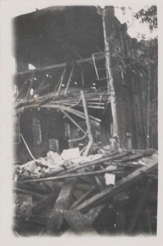082214 - WOII; WO2; Schade door het bombardement aan de looierij van fa. Hoevenaars-van den Noort. Deze fabriek was ook al in februari van dat jaar door bommen getroffen.