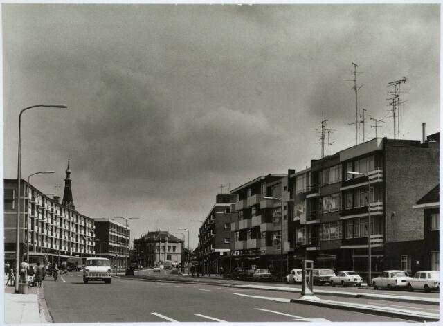 031136 - Schouwburgring.  Op achtergrond oud raadhuis.