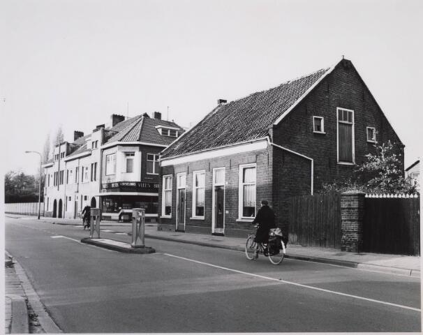 023088 - St. Josephstraat, met in het midden slagerij Vorselaars