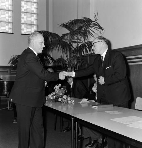 1237_004_002_002 - Onderwijs. Felicitaties voor Feidbrugge in het conservatorium op de Katholieke Hogeschool, later Tilburg University.