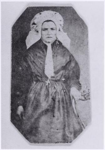 046107 - Anna Maria van Roessel, dochter van Josephus van Roessel en Margo Mulders, werd geboren te Goirle op 20 mei 1853 en overleed aldaar op 27 oktober 1917. Zij trouwde met landbouwer/wethouder Adriaan de Brouwer.