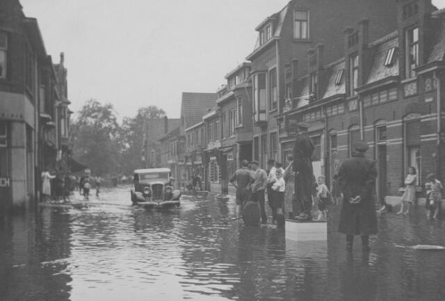 064761 - Wateroverlast in de Piusstraat. Links hoek Koopvaardijstraat.