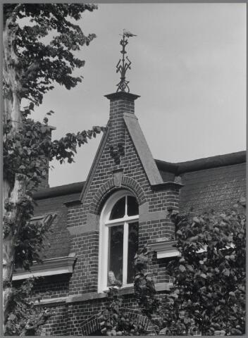 88750 - Withuisstraat 8, Wagenberg. Detail boven de voordeur.