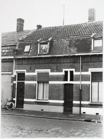 034130 - Voltstraat 24 zuidzijde, gefotografeerd op 6 april 1976. Destijds was dit pand bewoont door Til Peeters Zwart.