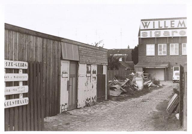 016619 - Achterzijde van het pand Broekhovenseweg 235