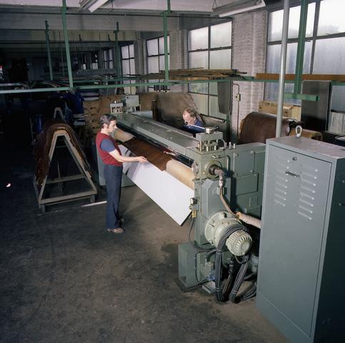 D14_2-cc30-010 - Interieur leerlooierij Schenkers