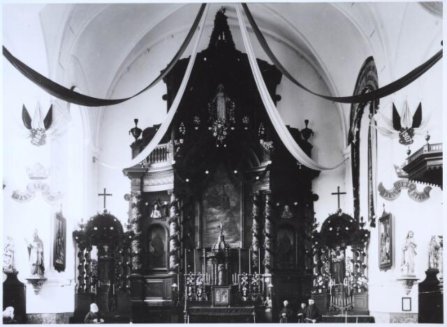024709 - Interieur van de capucijnenkerk aan de Korvelseweg in 1907