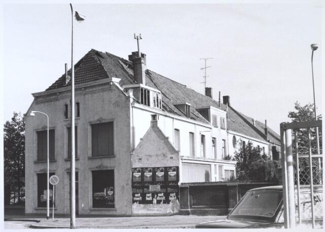 024583 - Gebouw van de voormalige textielfabriek Van Dooren & Dams aan de oostzijde van het Korvelplein vlak voor de restauratie