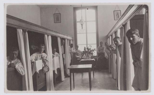 053650 - Elisabethziekenhuis. Zieke militairen. Eerste wereldoorlog 1914-1918. Verpleging en Rode Kruis. St. Elisabeth Gasthuis aan de Gasthuisstraat, ook Gasthuis op de Logt of Locht genoemd