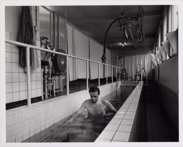 041847 - elisabethziekenhuis. Gezondheidszorg. Ziekenhuizen. Loopbad in de revalidatie van het St. Elisabethziekenhuis.
