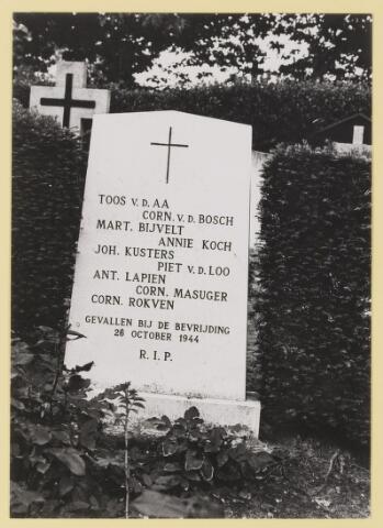 077565 - Tweede wereldoorlog 1940-1945. Gevallenen bij de bevrijding van Oisterwijk op 26 oktober 1944. Toos v.d AA, Corn. v.d Bosch, Mart. Bijvelt, Annie Koch, Joh. Kusters, Piet v.d. Loo, Ant. Lapien, Corn. Masuger, Corn. Rokven.