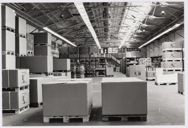050181 - Volt. Logistiek. Magazijn in de O hallen te Zuid in 1977.