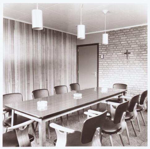 063241 - Op 2 september 1967 werd het cultureel centrum de Schalm aan de Eikenbosch 1 geopend. Vergaderlokaal