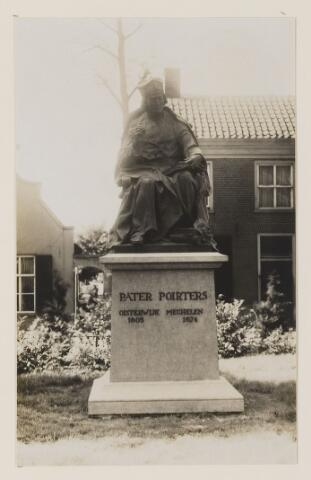 075462 - Onthulling standbeeld Pater Poirters (1926).  Onthulling door Jonkheer Van Sasse van IJsselt op 19 september 1926.