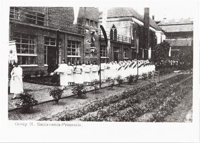 009358 - Kloosters. Sacramentsprocessie van de Zusters van Liefde aan de Oude Dijk.