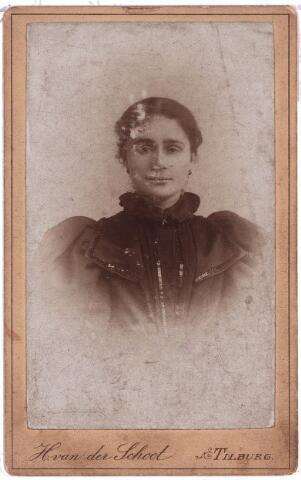 003866 - Anna Huberta PRINCEN (Tilburg 30 april 1870 - Tilburg 3 februari 1941), van beroep naaister, huwde op 17 juli 1900 met Petrus Adrianus Burmanje (1871-1932).