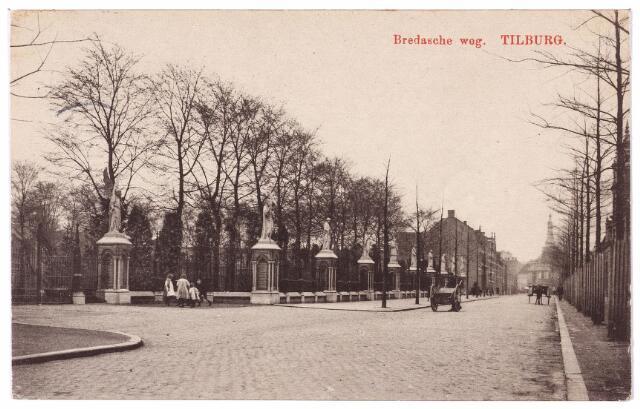 000112 - Bredaseweg met kerkhof.