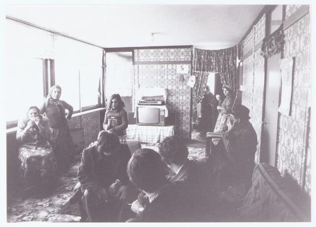 063514 - Opvang zigeuners. Een delegatie uit Berkel-Enschot bezoekt een zigeuner locatie in Nieuwegein met het doel ook zigeuners in Berkel-Enschot op te vangen