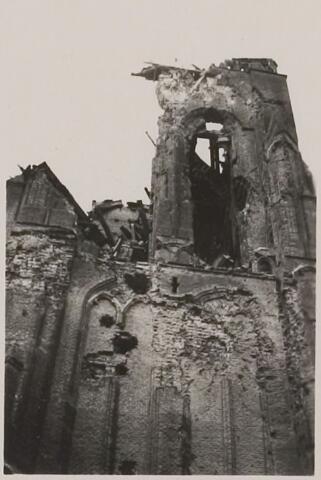 083821 - WOII; WO2; Oorlogsschade. Sint-Willibrorduskerk door artilleriebeschieting zwaar beschadigd