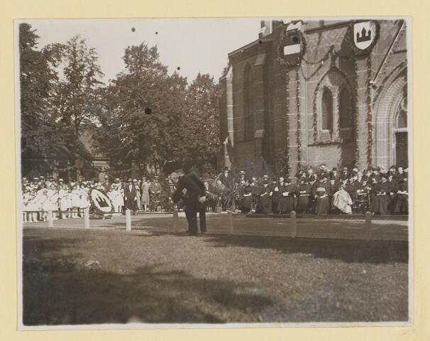 075459 - Onthulling standbeeld Pater Poirters (1926).  Onthulling door Jonkheer Van Sasse van IJsselt op 19 september 1926.